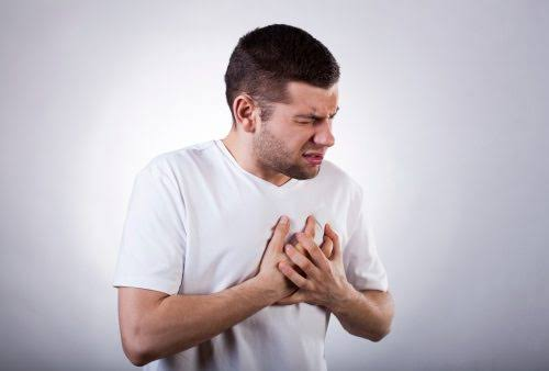 A person should see a doctor if pain in the chest accompanies abdominal discomfort.