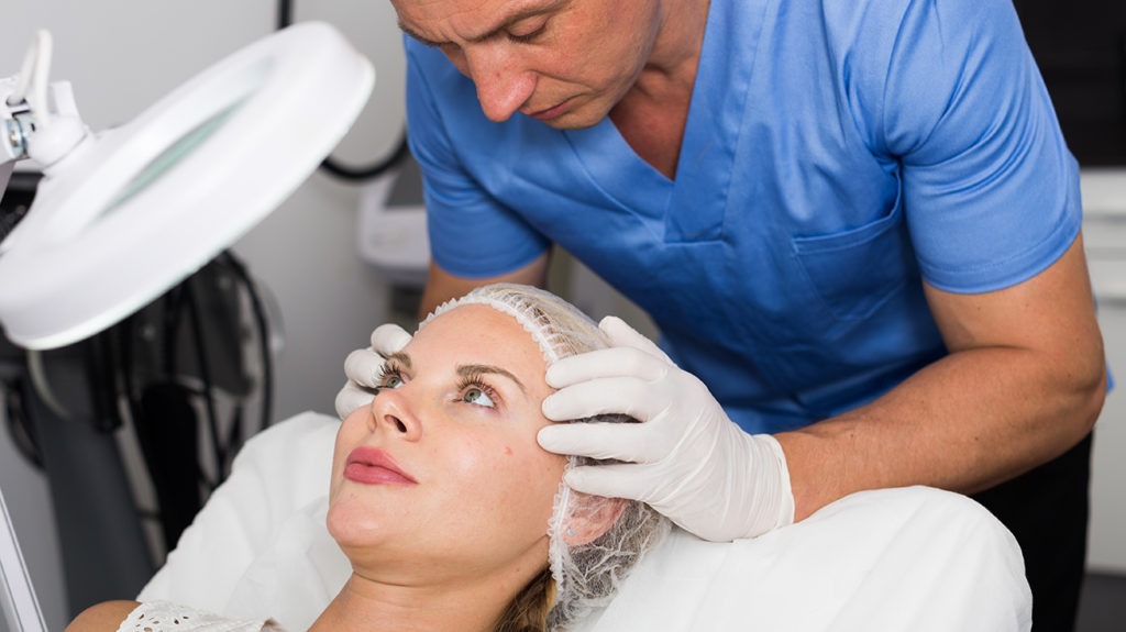 Dermaplaning may reduce the appearance of fine lines and wrinkles.