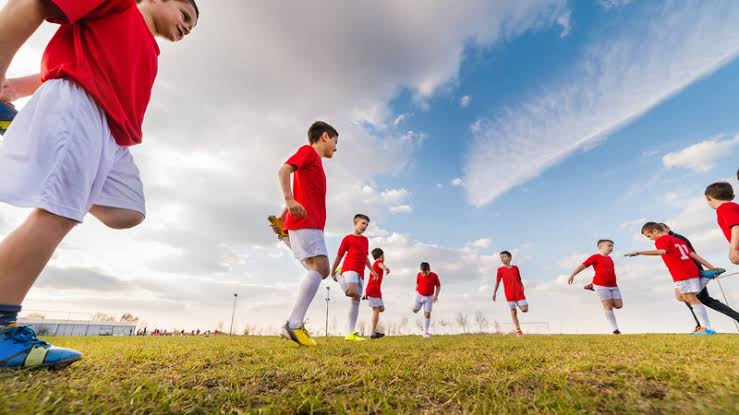 Warming up before exercise can help reduce the risk of injury to the Achilles tendon.