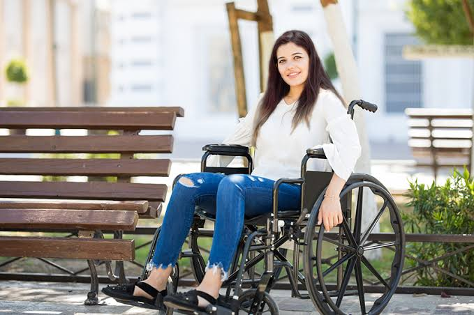 A lady on wheelchair