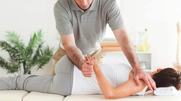 Chiropractors can help treat the symptoms of polyneuropathy.