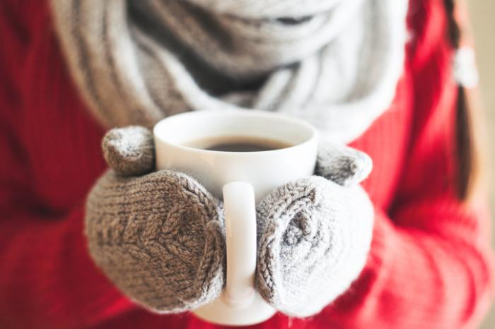 Cold makes symptoms worse, so wearing gloves in winter can help.