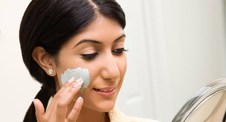 A lady using Salicylic acid On her face