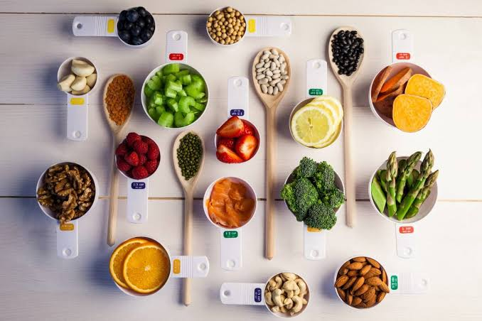 Measuring portions of food