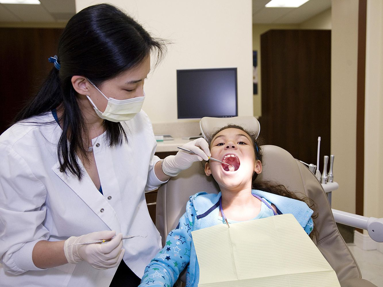 A dentist can provide guidance on the most effective therapy for gum recession.